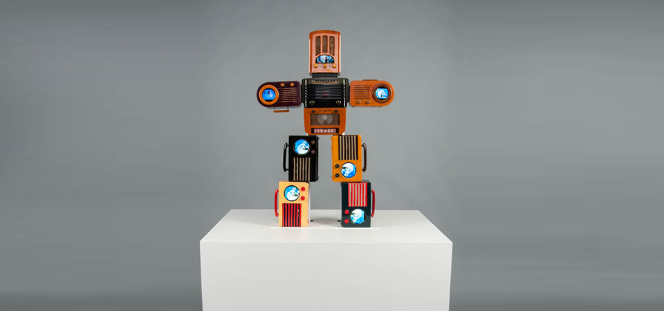 Bakelite Robot photo by Andy Olenick